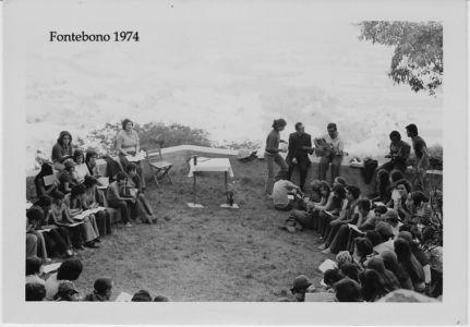 Fontebono Femmine 1974 - Preparazione Messa 01